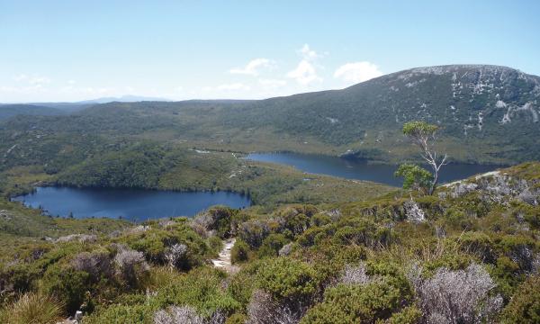 ダブ湖周遊ハイキング